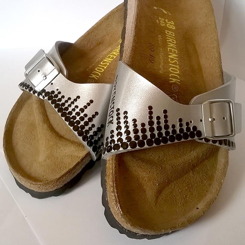 Individuelle Mode selber gestalten - Sandalen verzieren