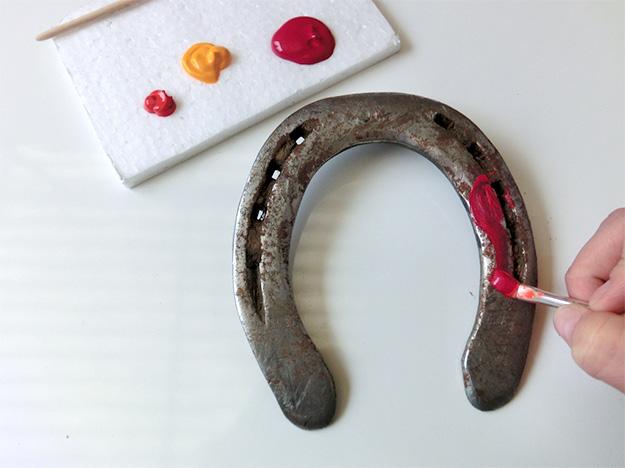 Decorating a Horseshoe - Cleaning and painting the Horseshoe