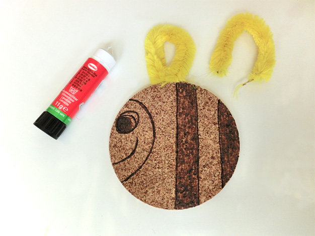 Decorating Cork Coasters with Pebaro - Decorating with Pipe Cleaners